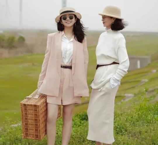 六十岁女性怎么穿出时尚感?三木妈妈穿搭示范来啦!优雅气质凸显而来!
